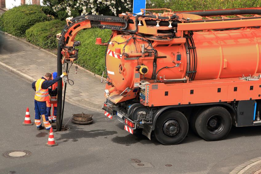 Kanalsanierung-Kanalreinigung-mit-Saugwagen-rohrreinigung-münchen